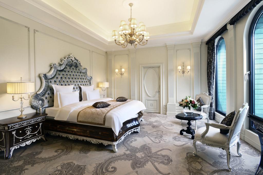 Ambassadori hotel. twin room